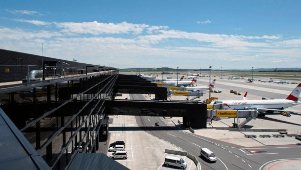 Wiens Flughafen ist jetzt fertig