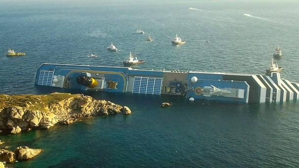 Kreuzfahrtschiff vor Italiens Küste verunglückt