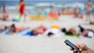 Smartphone-Stress am Strand