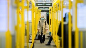 Bus und Bahn stecken in der Corona-Klemme