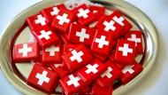 Schweiz stellt mögliche Steuersünder ins Internet