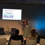 Michele Madansky ist Digitalberaterin und erstellt nebenher gerade ihre zweite Studie auf dem Gebiet der Geschlechtergerechtigkeit in der Arbeitswelt. Hier präsentiert sie die Ergebnisse auf der Me Convention.