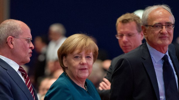 Merkel kündigt strengere Regeln für Leiharbeit und Zeitverträge an