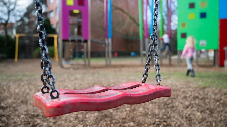 Zufluchtsort Spielplatz: Kinder und Alte in der Pandemie gegeneinander auszuspielen, schadet mehr als es nützt.