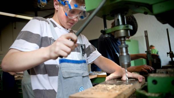 Hauptschüler für Lehrstellen  - Die Kooperative Gesamtschule Neustadt und die Berufsbildenden Schule Neustadt bietet Hauptschülern eine  Schulausbildung mit theoretischen und praktischen Unterrricht, um sie für die Lehrstellensuche zu qualifizieren.