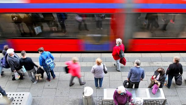 Regierung prüft kostenlosen öffentlichen Nahverkehr
