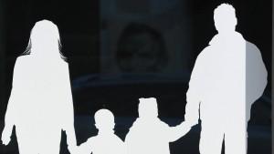 Väter bekommen 440 Euro mehr Elterngeld als Mütter