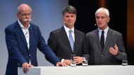 Ihre Konzerne stehen unter Kartellverdacht: Daimler-Chef Dieter Zetsche, BMW-Chef Harald Krüger und VW-Chef Matthias-Müller.