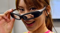 "Mit dickem Gestell: Sony Datenbrille ""Smart Eye Glass"""