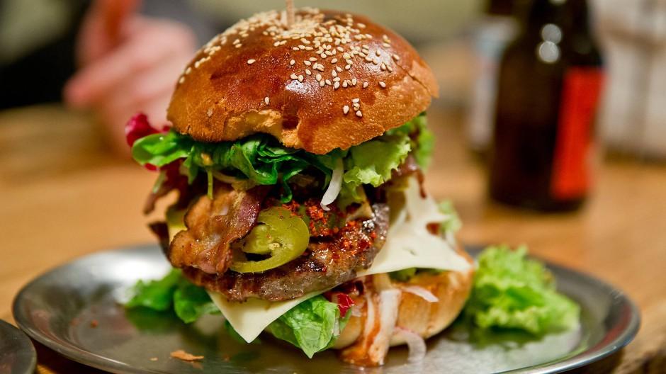 Für Burger mit Rindfleisch müssen die Studenten künftig die Uni verlassen.