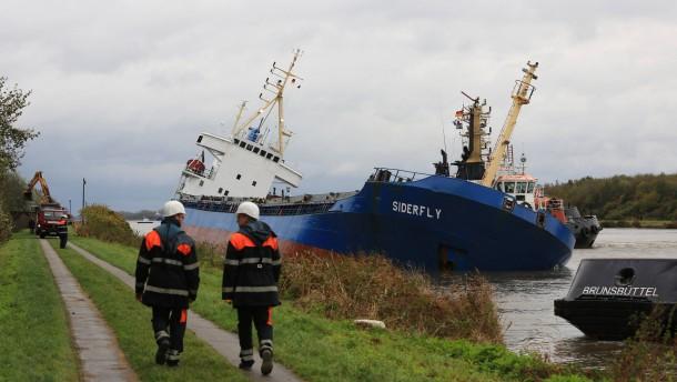 Nord-Ostsee-Kanal nach Schiffsunglück gesperrt