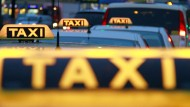 Gericht hebt Verbot von Taxidienst Uber vorerst auf