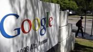 Apple, Google & Co. werben einander wieder Leute ab
