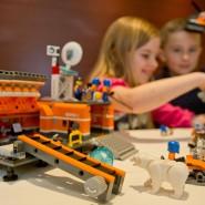 Beim Zusammensetzen von Lego-Bausätzen kann es schon mal knifflig werden.