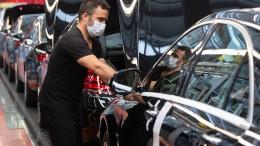 Auch Daimler und Adidas zahlen Corona-Boni