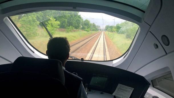 """Bahn geht """"große Schritte"""" auf Lokführer zu"""