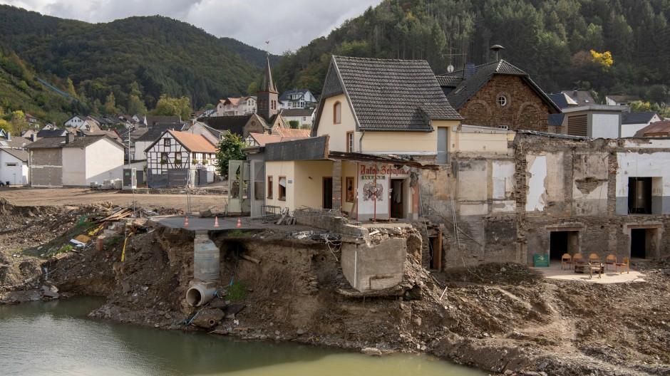 Der weitgehend zerstörte Ortskern von Rech im Ahrtal
