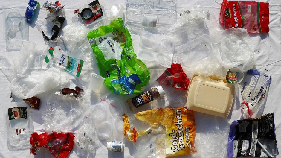 So viel Plastikmüll fällt in einer Woche an