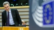 Haushaltskommissar Günther Oettinger forderte mehr Geld für EU-Haushalt.