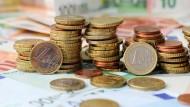 EU-Ausländer können bald frühestens nach fünf Jahren Sozialhilfe in Deutschland beziehen.