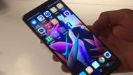 """Das """"Mate 10 Pro"""" – der chinesische Hersteller Huawei hat Apple gerade von Platz 2 der Handyverkaufsrangliste verdrängt."""