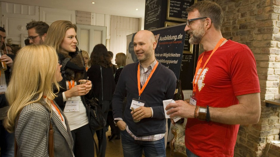 Programm war gestern: Henner Knabenreich (rechts) organisiert eine powerpointfreie Konferenz.
