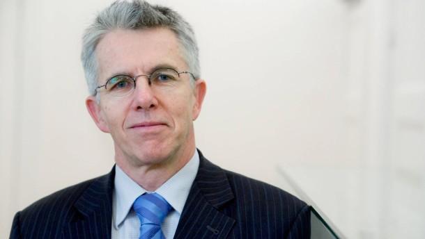 Thomas Straubhaar, Professor für Internationale Wirtschaftsbeziehungen an der Universität Hamburg und Präsident des Hamburgischen WeltWirtschaftsInstituts, im Portrait