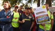 Mitarbeiter der Lokomotiven-Fabrik im französischen Belfort haben vor zwei Wochen dafür demonstriert, dass ihre Arbeitsplätze erhalten bleiben.