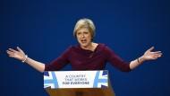 Die Wirtschaft soll nach dem Willen von Theresa May mehr Briten und weniger ausländische Arbeitskräfte einstellen.