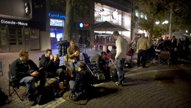 Wir campen vor dem Apple-Store