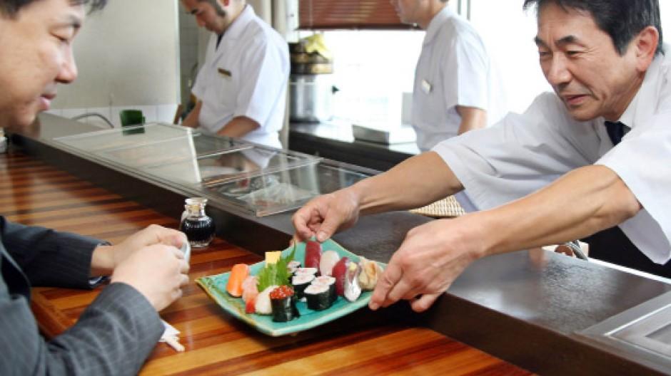 Wie sicher ist das Sushi noch? Testeinrichtungen, um Lebensmittel auf Radioaktivität zu prüfen sind in Japan rar