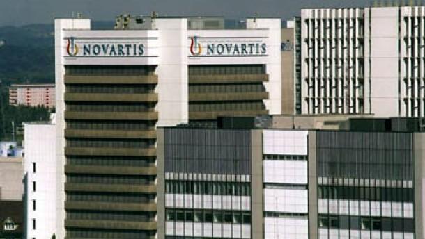 Novartis erhöht Anteil an Roche