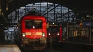 Weitere Streiks bei Bahn und Lufthansa stehen bevor