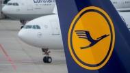 Flugbegleiter nehmen Schlichtungsergebnis an