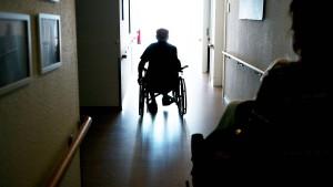 Fachkräftemangel in der Altenpflege wird immer dramatischer