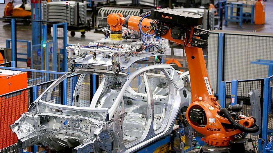 Ein Kuka-Roboter im Kölner Ford-Werk (Bild auf April 2018)