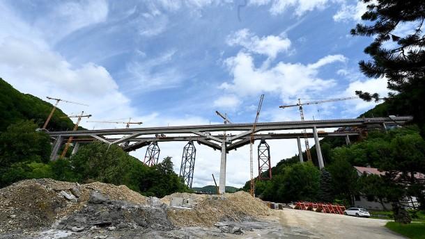 Dritthöchste Eisenbahnbrücke in Deutschland fertig