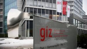 GIZ-Mitarbeiter müssen Steuern zahlen und wollen mehr Geld