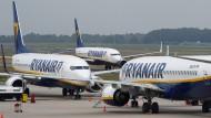 Viele Ryanair-Flugzeuge bleiben am Freitag am Boden.