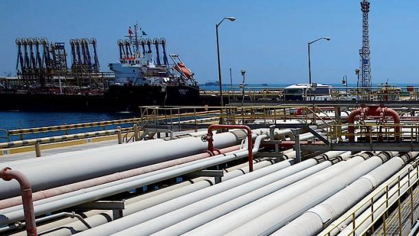 Nach Angriff: Saudi-Arabien stoppt Öltransport durch wichtige Meerenge