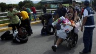 Zehntausende Venezolaner kaufen in Kolumbien ein