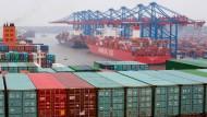 Weniger Ausfuhren, mehr Einfuhren - Deutschlands Exporteure bleiben dennoch optimistisch für das Jahr.