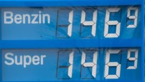Benzinpreise treiben Lebenshaltungskosten im März