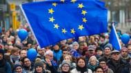 """""""Pulse of Europe"""" - in Frankfurt gehen Menschen für Europa auf die Straße (unser Bild zeigt eine Veranstaltung aus dem Januar dieses Jahres)."""