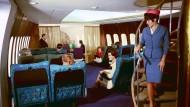 Mit Glamour: Die Boeing 747 war früher vor allem für Eleganz im Innenraum bekannt. Manchmal gab es an Bord der Ersten Klasse sogar ein Klavier.