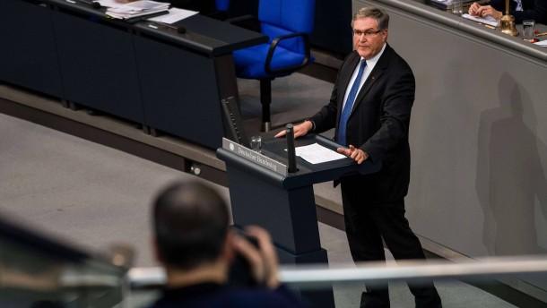 Wird ein ehemaliger Minister Aufsichtsrat bei Rheinmetall?