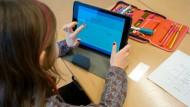 Bildung am Bildschirm: Auf welchen Geräten sollen sie lernen? Und: Was sollen sie darauf lernen?