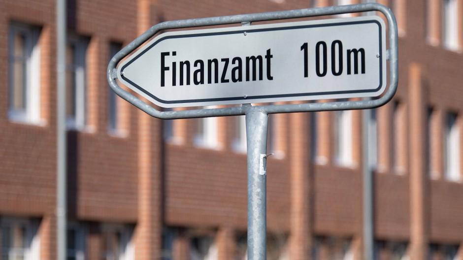 Neue Wege einschlagen: Die Fusionen sollen dem Finanzministerium die Arbeit erleichtern.