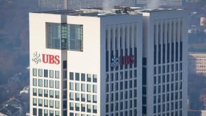 Zwei Großbanken auf unterschiedlichen Wegen