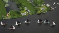 Segelregatta nahe Eernewoude in den Niederlanden: Das Leben im Land ist erstmals seit langer Zeit etwas günstiger geworden.